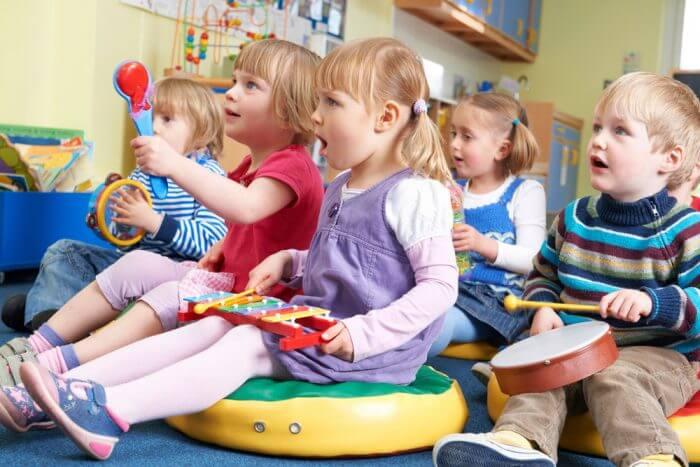 take babies to kindergarten